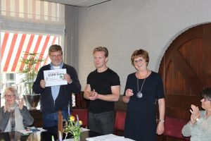 Uitreiking cheque Global Exploration 1